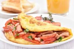 Omelett med grönsaker och skinka Fotografering för Bildbyråer