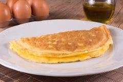 Omelett med ost och skinka royaltyfria bilder