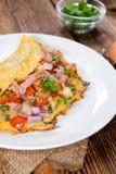 Omelett med skinka och ost royaltyfria foton
