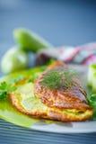 Omelett med zucchinin Arkivbild