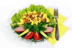 Omelett mit Fleisch und Kopfsalat Lizenzfreie Stockbilder