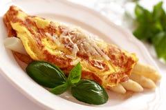 Omelett mit Spargel Stockfotos