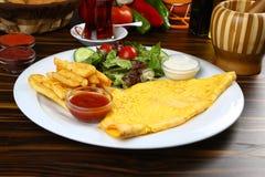 Omelett und Tee Lizenzfreie Stockbilder