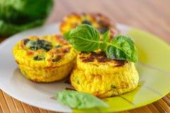 Omelette al forno con i cavolini di Bruxelles Fotografie Stock