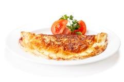 Omelette avec des herbes et des tomates Photographie stock