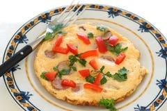 Omelette avec des saucisses Photos stock