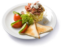 Omelette avec du jambon et des champignons de couche Image libre de droits