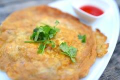 Omelette avec du porc coupé Image libre de droits