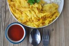Omelette avec du riz, nourriture thaïlandaise, cette cuisine, déjeuner facile thaïlandais Images libres de droits