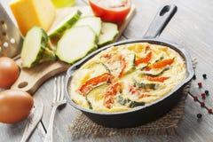 Omelette avec la courgette et les tomates Photos libres de droits