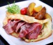 Omelette avec le lard Image stock