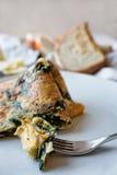 Omelette avec les champignons et les épinards sauvages Photos libres de droits