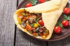 Omelette bourrée des légumes photo stock
