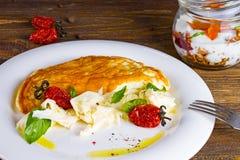 Omelette con i pomodori secchi Fotografie Stock