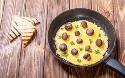 Omelette con il fungo fotografie stock
