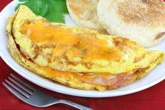 Omelette con il prosciutto ed il formaggio Fotografie Stock