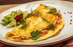 Omelette con le erbe e le verdure Fotografia Stock Libera da Diritti