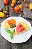 Omelette con le verdure ed il formaggio Frittata in una padella Fotografie Stock