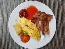 Omelette con pancetta affumicata Fotografie Stock Libere da Diritti