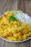 Omelette con riso, alimento tailandese, questa cucina, pranzo facile tailandese Immagine Stock