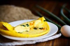 Omelette dalle uova del pollo con la cipolla verde Immagini Stock Libere da Diritti