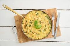 Omelette de Frittata dans une poêle Photo libre de droits