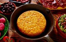 Omelette de pommes de terre de tortilla de patata de Tapas Photo stock