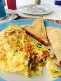 Omelette dell'uovo con pane tostato Immagine Stock Libera da Diritti