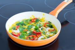 Omelette dell'uovo sulla pentola Immagini Stock