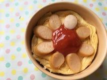 Omelette della salsiccia con la salsa di pomodori fotografia stock