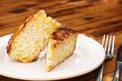 Omelette espagnole d'un plat blanc Photo libre de droits