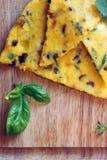 Omelette italiana dell'alimento con le erbe fotografie stock libere da diritti