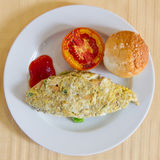 Omelette mit Tomate Stockbild