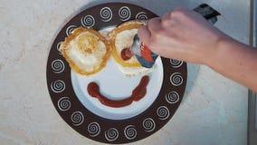 Omelette pour le petit déjeuner ! banque de vidéos