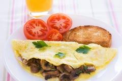 Omelette serica piegata dei funghi Fotografie Stock Libere da Diritti