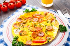Omelette with slices of sausage and tomato Royalty Free Stock Photos