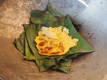 Omelette sulle foglie della banana Immagini Stock Libere da Diritti