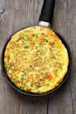 Omelette w smażyć nieckę, odgórny widok Obraz Stock