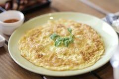 Omelette w zielonym naczyniu Zdjęcie Royalty Free