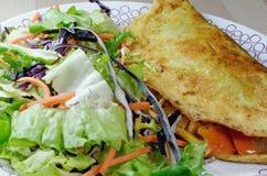 Omelette z Świeżą sałatką Zdjęcia Stock