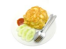 Omelettes thaïlandaises avec la source de riz et de piments Images libres de droits