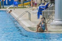 Omer, ISRAËL - Juni 27, het zwembad van Kinderen - Omer, Negev, 27 Juni, 2015 in Israël Royalty-vrije Stock Afbeeldingen