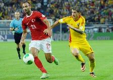 Omer Toprak- und Bogdan Stancu-Spieler im Spiel die Rumänien-Türkei-Weltcup-der näheren Bestimmung Lizenzfreie Stockfotos