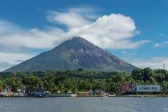Ometepe, Nicarágua, o 15 de janeiro de 2018: Porto da ilha de Ometepe imagem de stock royalty free