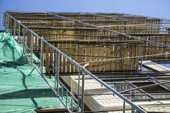 Omfattande material till byggnadsställning för metallbalk som ger plattformar för etappstrukturservice Royaltyfria Bilder