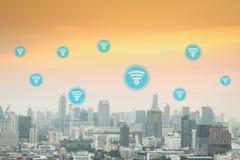 omfattande social anslutning och internet runt om staden, M Arkivfoton