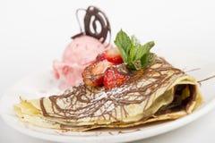 Omfloers met aardbeien en roomijs Royalty-vrije Stock Foto