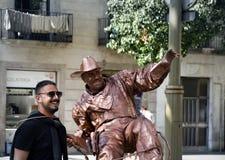 omformning av mannen in i monumentet eller populärt filmtecken Royaltyfri Foto