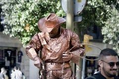 omformning av mannen in i monumentet eller populärt filmtecken Arkivfoto