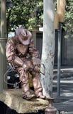 omformning av mannen in i monumentet eller populärt filmtecken Royaltyfria Bilder